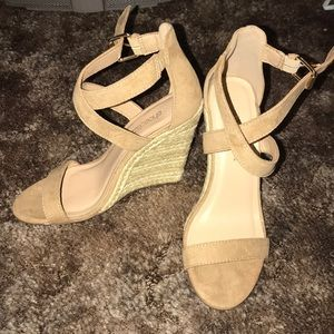 Shoe dazzle wedges size 5.5